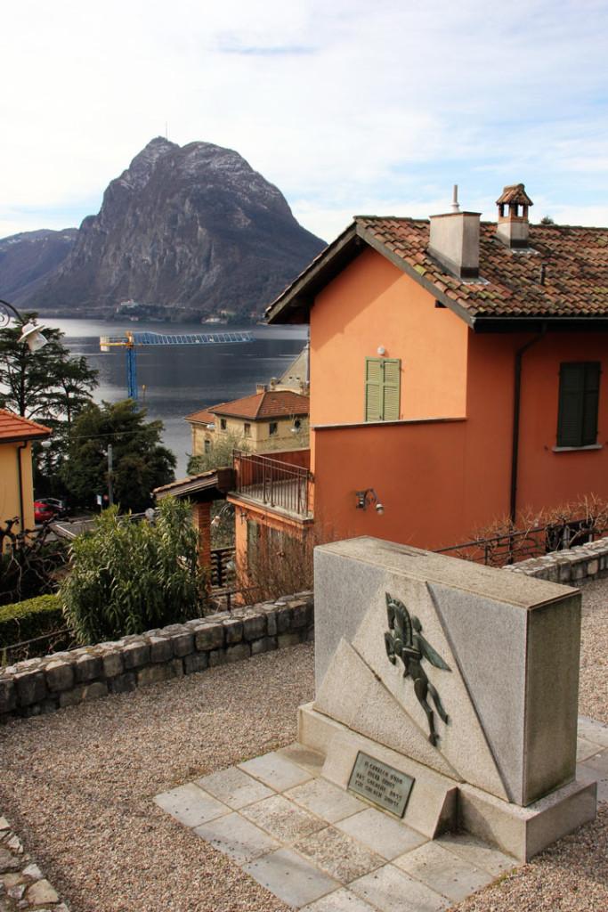 Muistomerkki, museo ja San Salvatoren kukkula