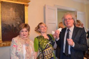 Leelo Tungal, Heli Laaksonen ja Guntars Godiņš Suomen suurlähetystössä