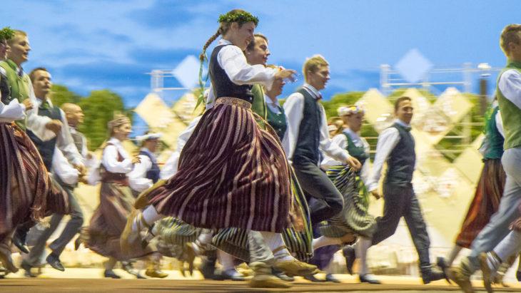 LAtvialainen kansantanssi Kuva: Tero H. Savolainen